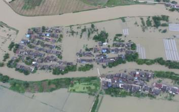 Στις πλημμυρισμένες περιοχές της Κίνας ο στρατός