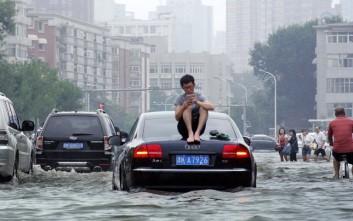 Τουλάχιστον 42 οι νεκροί και 74 οι αγνοούμενοι από τις σφοδρές βροχοπτώσεις στην Κίνα