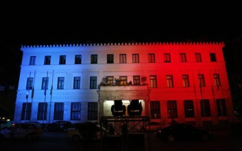 Με τα χρώματα της Γαλλίας θα φωτιστεί το δημαρχείο της Αθήνας