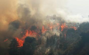 Για 11η ημέρα οι πυροσβέστες δίνουν μάχη με τις φλόγες στην Καλιφόρνια