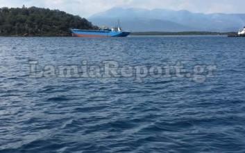 Ρυμουλκήθηκε το πλοίο που καρφώθηκε στα Λιχαδονήσια