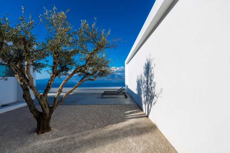 Silver-House_Olivier-Dwek-Architectures_Kefalonia_Greece_dezeen_936_3
