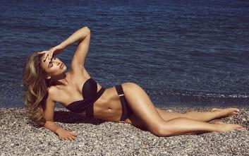 Φωτιά στην παραλία βάζει η Vogue Williams
