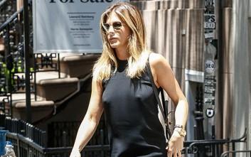 Χωρίς σουτιέν η Jennifer Aniston βολτάρει στη Νέα Υόρκη