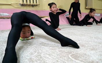 Κορίτσια-ακροβάτες από τη Μογγολία του Τζένγκις Χαν στο σήμερα