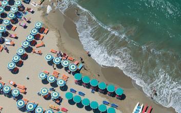 Καλοκαιρινή απροσδόκητη γεωμετρία στις παραλίες του κόσμου