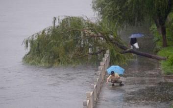 Οι βροχοπτώσεις σήμαναν «κόκκινο συναγερμό» στην Κίνα