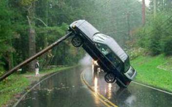 Ατυχήματα με αυτοκίνητα που δύσκολα καταλαβαίνεις πώς έγιναν
