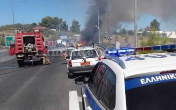 Φωτογραφίες από τη νταλίκα που πήρε φωτιά στην εθνική οδό