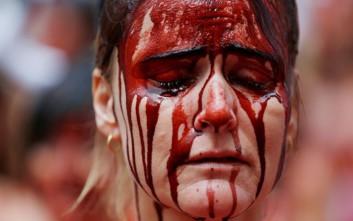 Η «αιματοβαμμένη» διαμαρτυρία ενάντια σε φεστιβάλ με ταύρους