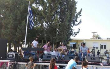 Νεαροί στα Διαβατά τραγουδούν σε ρυθμούς ραπ για την προσφυγιά