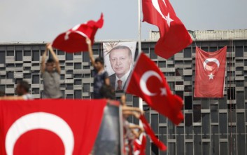 Γιούνκερ: Το χέρι της Ευρώπης παραμένει απλωμένο στην Τουρκία
