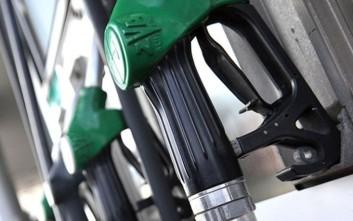 Πτώση στην τιμή του πετρελαίου, αύξηση στη βενζίνη