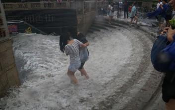 Εκατοντάδες νεκροί και αγνοούμενοι από τις σφοδρές βροχοπτώσεις στην Κίνα
