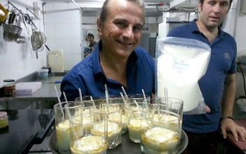 Ένας Έλληνας λέει «kalimera» στην Ινδονησία και παράγει γιαούρτι