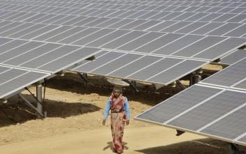 Δάνεια 1 δισ. δολαρίων στην Ινδία για την αξιοποίηση της ηλιακής ενέργειας