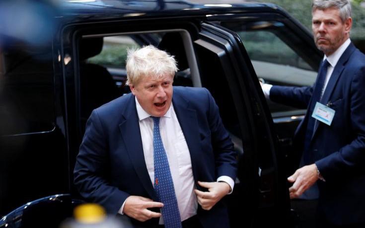 Μπόρις Τζόνσον: Στηρίζω Μέι αλλά διαφωνώ με το σχέδιο της για το Brexit