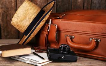 Τα 9 αντικείμενα που πρέπει να έχετε στη χειραποσκευή σας όταν ταξιδεύετε με αεροπλάνο