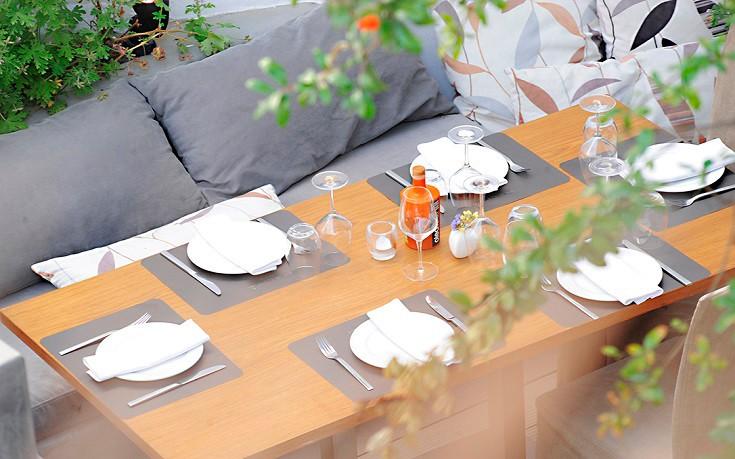 Ένα από τα (σταθερά) καλύτερα εστιατόρια της Μυκόνου σε μια παραμυθένια αυλή