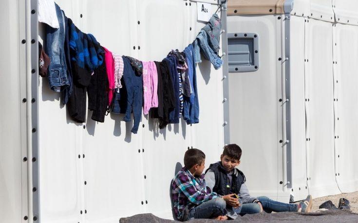 Μειώθηκαν οι πρόσφυγες και μετανάστες στις δομές φιλοξενίας των Ενόπλων Δυνάμεων