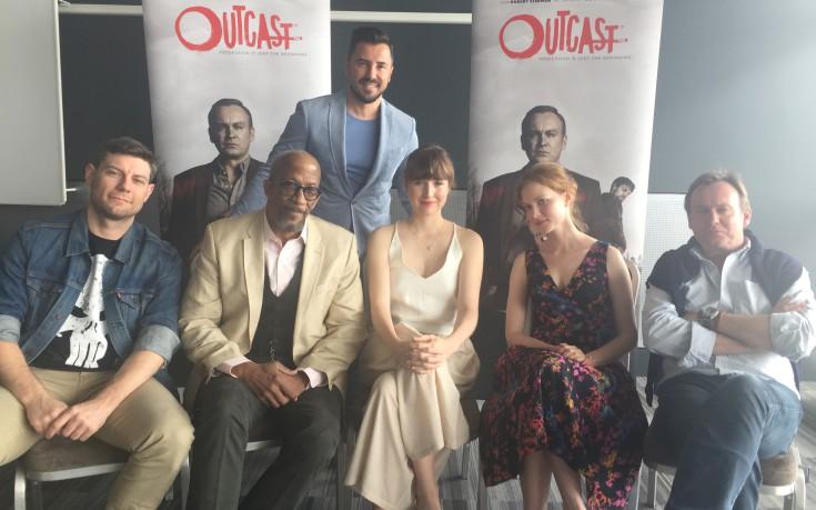 Το καστ της νέας σειράς τρόμου Outcast στο Buzz του OTE TV
