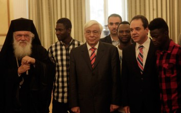 Με πρόσφυγες φοιτητές από την «Αποστολή» συναντήθηκαν Παυλόπουλος και Ιερώνυμος