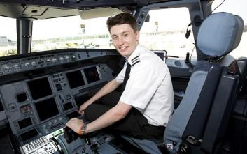 Ο νεαρότερος πιλότος της Βρετανίας είναι μόλις 19 χρονών