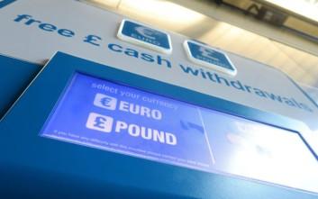 Πτωτικά κινούνται στερλίνα και ευρώ
