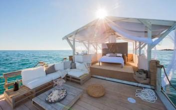 Το διαμέρισμα που πλέει πάνω από το Great Barrier Reef