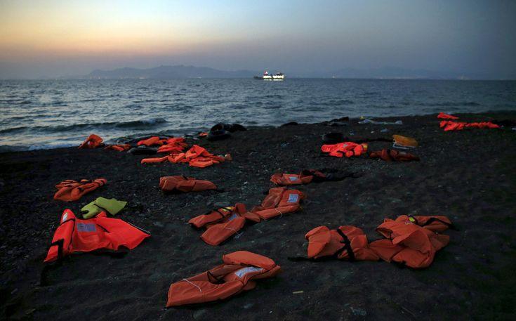 Τραγωδία με 16 νεκρούς πρόσφυγες ανοικτά της Λέσβου
