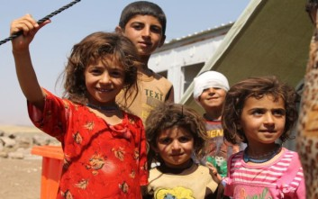 Δώρα και χαρά μοίρασε ο Άγιος Βασίλης σε προσφυγόπουλα