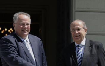 Γλυπτό του Καραμπίνη δωρίζει το ελληνικό υπουργείο Εξωτερικών στο κυπριακό ΥΠΕΞ
