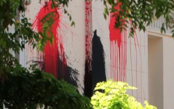 Η εισβολή του Ρουβίκωνα στο δημαρχείο Τήνου και τα εύσημα στον δήμαρχο