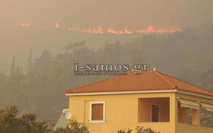 Πυροσβέστες από την Αττική στη μάχη με την πυρκαγιά στη Σάμο