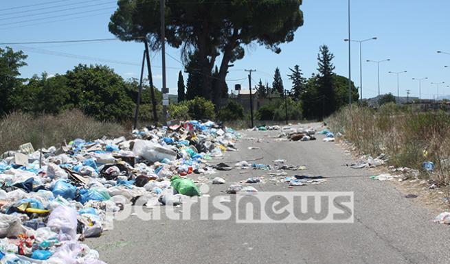 Χάος από τα σκουπίδια στην Εθνική Οδού Πύργου-Τριπόλεως