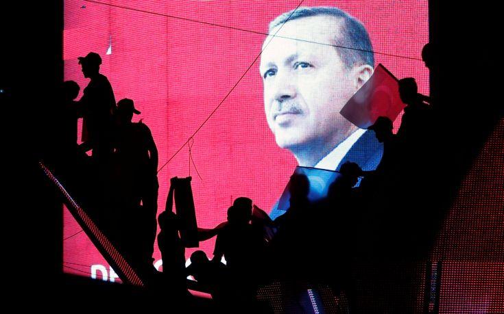 Ο Ερντογάν απέλυσε ακόμη 6.000 δημοσίους υπαλλήλους
