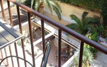 Βόλος: Άφησαν 6χρονο μόνο στο σπίτι - Κρεμόταν από τα κάγκελα του μπαλκονιού
