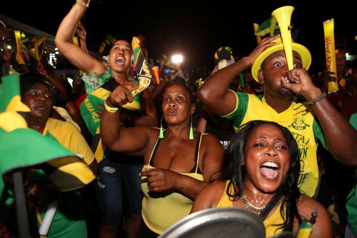 2016-08-15T035124Z_2125919443_S1AETVMYHWAA_RTRMADP_3_OLYMPICS-RIO-ATHLETICS-JAMAICA-FANS