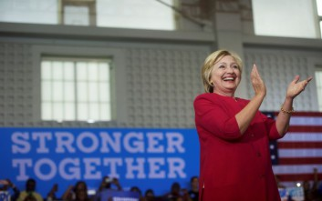 Τα mail που μπορούν να «κάψουν» τη Χίλαρι Κλίντον