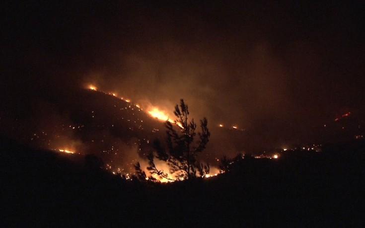 Ανεξέλεγκτη μαίνεται η πυρκαγιά στις Μαριές Ζακύνθου