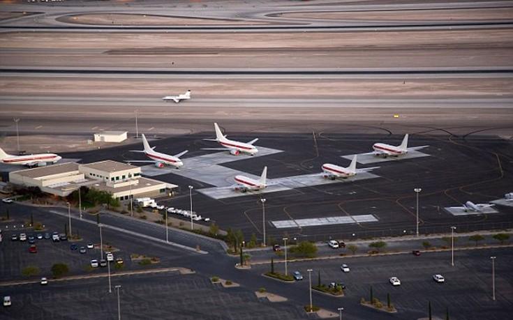 Τα «άγνωστα» αεροσκάφη που προσγειώνονται στη μυστηριώδη Area 51 της Νεβάδα που δεν έχουν κανένα λογότυπο και απογειώνονται από ξεχωριστό terminal του αεροδρομίου του Λας Βέγκας