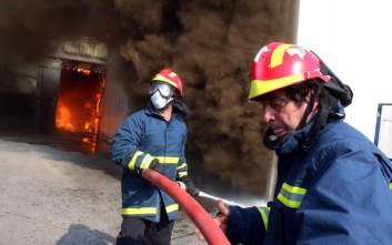Σε εξέλιξη μεγάλη φωτιά σε εργοστάσιο στη Νέα Κίο