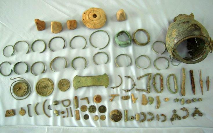 Αρχαιολογικό θησαυρό έκρυβε στο σπίτι του ένας 62χρονος
