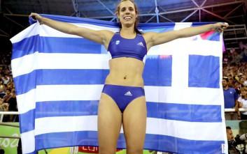 Η Στεφανίδη σημαιοφόρος στην τελετή λήξης των Ολυμπιακών Αγώνων