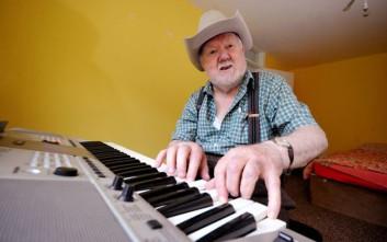 Έπαθε εγκεφαλικό και ανακάλυψε ότι παίζει πιάνο χωρίς να ξέρει