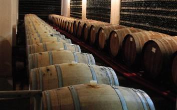 Έκρυβαν πάνω από 10.000 λίτρα κρασιού σε αποθήκη στην Καλαμάτα