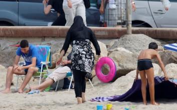 Δικαστήριο αίρει την απαγόρευση του μπουρκίνι στις δημόσιες πισίνες του Κόμπλεντς