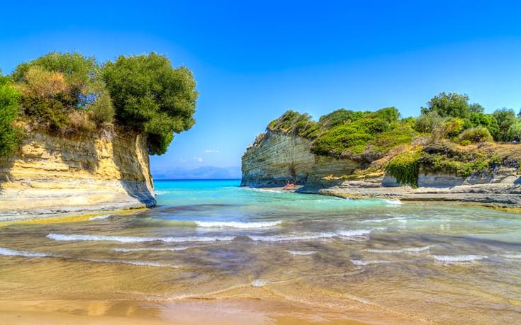 Οι ελληνικές ακτές σταθερά στις τρεις πρώτες θέσεις παγκοσμίως