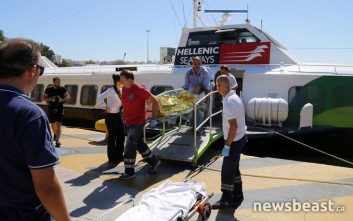Έφτασαν στον Πειραιά τραυματίες από την τραγωδία στην Αίγινα