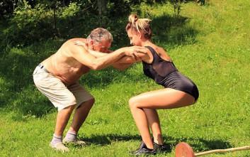 Η 24χρονη που έγινε... κορμί με προπονητή τον 80χρονο παππού της